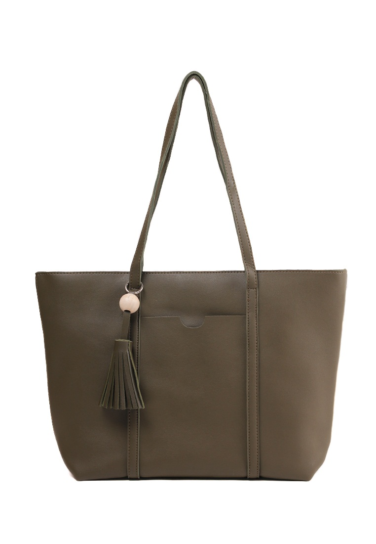 London Berry by HUER Ravy Tote Bag With Wood Tassel